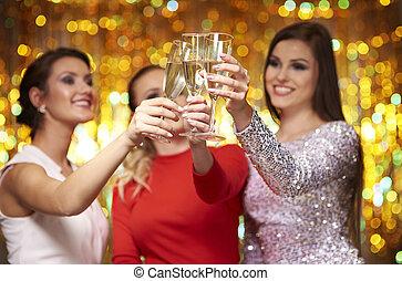 célébrer, amis, trois, nouvel an