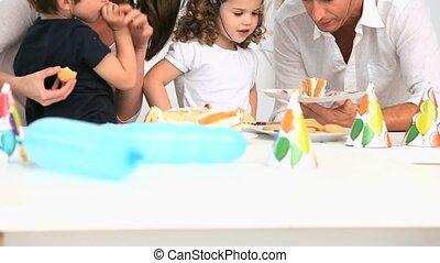 célébrer, anniversaire, famille, heureux