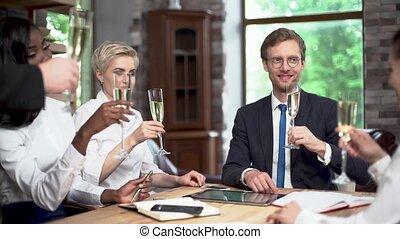 célébrer, champagne, bureau affaires, équipe