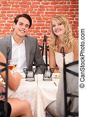 célébrer, couple, anniversaire, restaurant