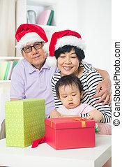 célébrer, daugther, noël, grands parents, asiatique