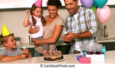 célébrer, famille heureuse, birthda