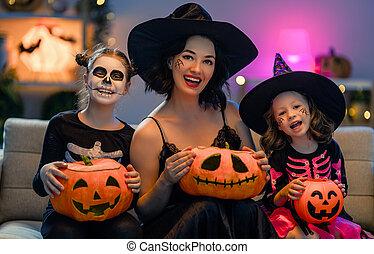 célébrer, halloween., famille heureuse