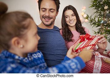 célébrer, heureux, lit, noël famille