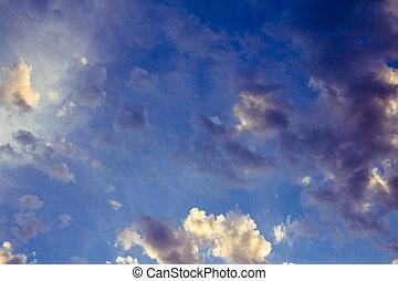céleste, bleu clair, ciel, à, nuages