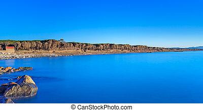 céu azul, claro, floresta pinho, pedras, oceânicos, praia, pôr do sol