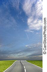 céu azul, estrada