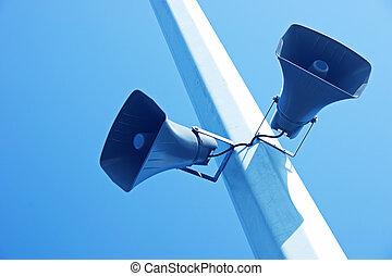 céu azul, loudspeakers, fundo