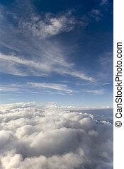céu azul, nuvens brancas, retrato
