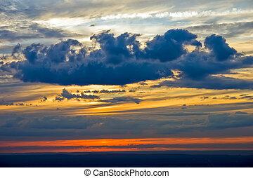 céu dramático, em, pôr do sol