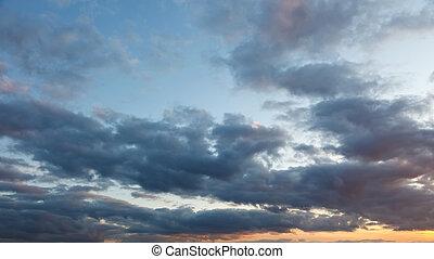 céu nublado, em, pôr do sol
