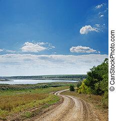 céu, nublado, sob, rural, rio, estrada