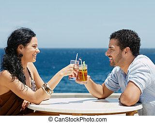 cócteles, feliz, brindar, marido, esposa