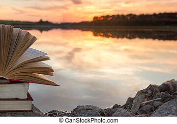 cópia, school., natureza, espaço, céu, costas, contra, obscurecido, experiência., livros, pôr do sol, light., hardback, fundo, pilha, educação, livro aberto, paisagem