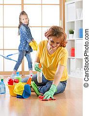 córka, jej, rodzina, room., czyści, macierz, house., czyszczenie, dziecko, szczęśliwy