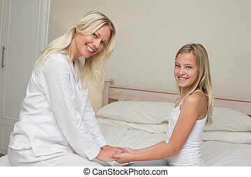 córka, macierz, łóżko, dzierżawa wręcza, kochający