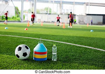 cônes, artificiel, eau, vert, bouteille, marqueur, gazon, boule football