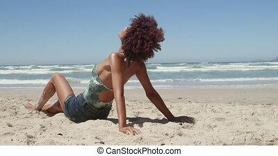 côté, africaine, vue, délassant, américain, 4k, femme, jeune, plage