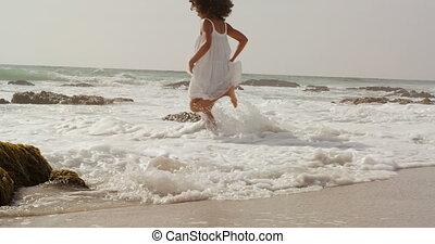 côté, africaine, vue mer, américain, eau, plage, femme, jouer, 4k