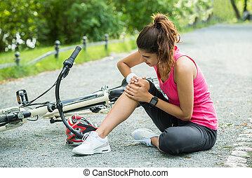 caído, mujer, bicicleta, joven