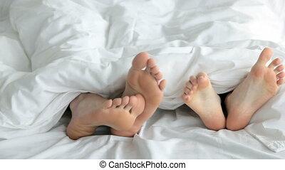 całowanie, flirtując, łóżko