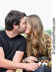 całowanie, para, szczęśliwy
