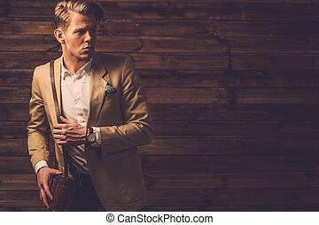 cabaña, rural, llevando, elegante, hombre, chaqueta, ...