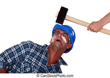 cabeça, golpe, sendo, sobre, martelo, homem