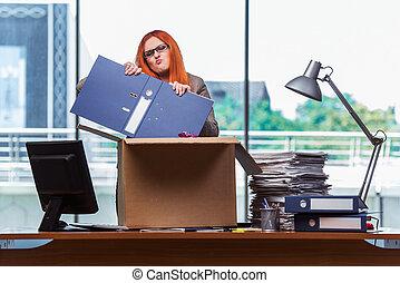 cabeça, mulher, dela, escritório, embalagem, em movimento, pertences, novo, vermelho