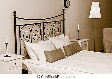 cabecera, almohadas, velas, cama, falsificado, dormitorio, interior, blanco, coverlet., habitación