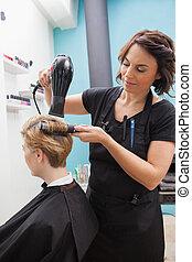 cabeleireiras, secar, um, fregueses, cabelo