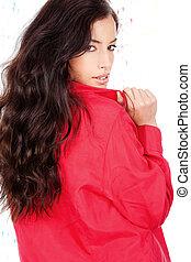 cabelo preto, mulher, em, um, camisa vermelha