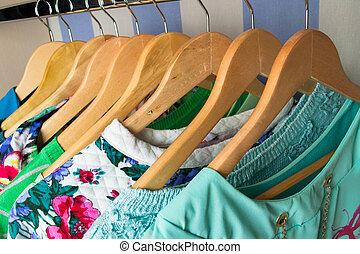 cabides, colorido, femininas, roupas