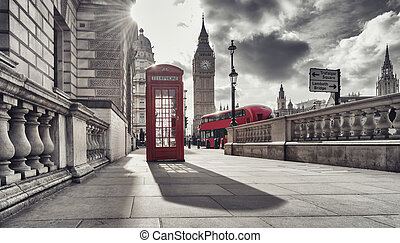 cabina de teléfono roja, y, big ben, en, londres, inglaterra, el, uk., el, símbolos, de, londres, en, negro, blanco, colors.