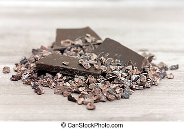 Cacao nibs - Organic cacao nibs and chocolate chunks