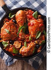 cacciatori, galinha, com, cogumelos, closeup, em, um, pan., vertical, vista superior