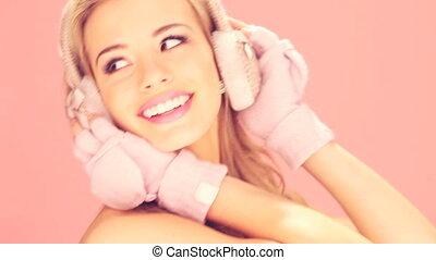 cache-oreilles, femme, moufles, heureux