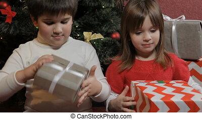cadeau, hun, dozen, handen, houden, kinderen