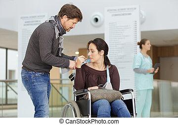 cadeira rodas, marido, mulher