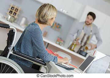 cadeira rodas, mulher, assistência