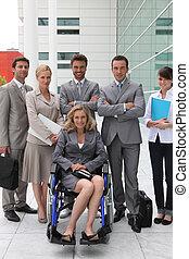 cadeira rodas, mulher, equipe