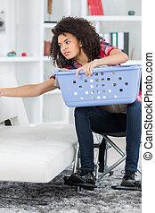 cadeira rodas, mulher, lavanderia
