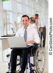 cadeira rodas, trabalhador, escritório