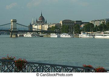 cadena el puente, -, budapest