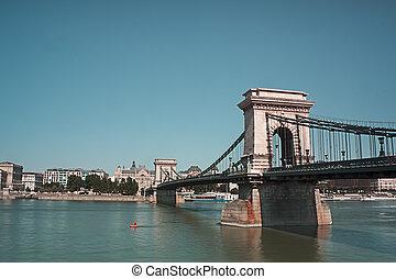 cadena el puente, encima, el, azul, río de danubio, en, budapest, hungría