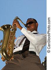 cadera, joven, saxofonista