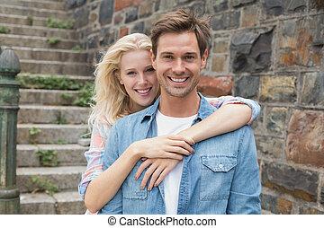 cadera, pareja, cámara, joven, sonriente