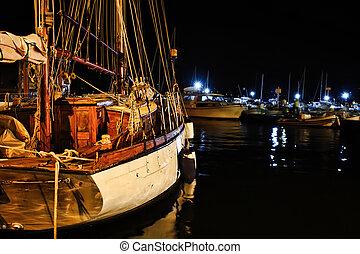 Cadimare, sailing boat at night