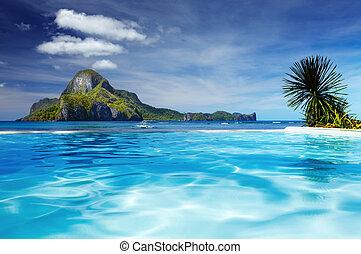 Cadlao island, El Nido, Philippines - Landscape with...