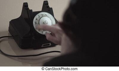 cadran, femme, vieux, téléphone rotatif, jeune